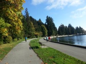 En bici por el Seawall de Stanley Park, Vancouver. Canadá